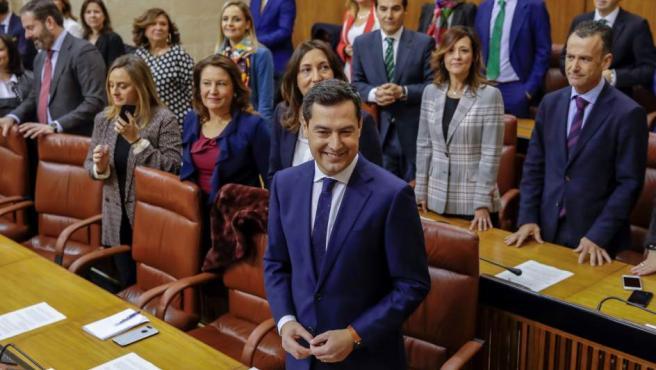 El líder del PP-A, Juanma Moreno, momentos antes de ofrecer su discurso de investidura que ha dado comienzo hoy en el Parlamento andaluz.