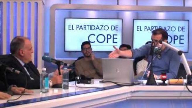 Javier Tebas y Juanma Castaño, durante 'El partidazo de Cope'.