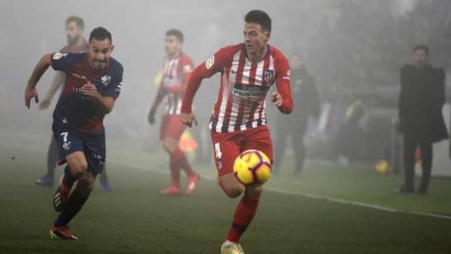 Santiago Arias, durante el Huesca - Atlético de Madrid.