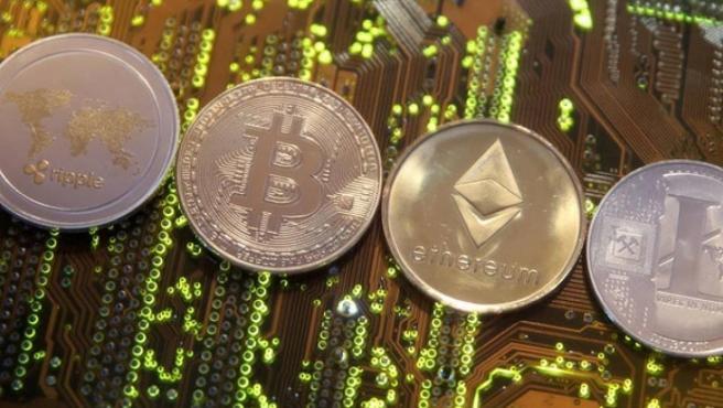 El bitcoin, junto a otras criptomonedas.
