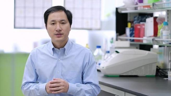 El científico chino He Jiankui durante una entrevista realizada en su laboratorio.