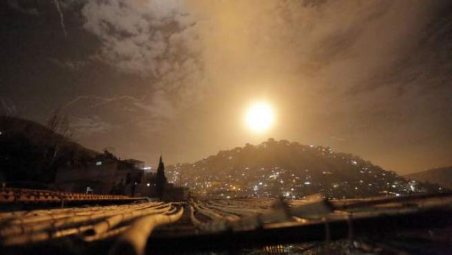 Las fuerzas del aire sirias interceptan un ataque con misiles israelí en Damasco (Siria), el lunes 21 de enero de 2019.