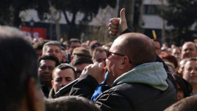 Los taxistas, este miércoles, en la asamblea de la plaza de Catalunya.