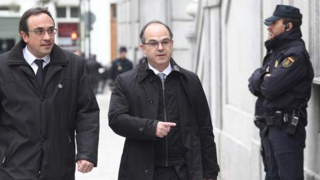 Josep Rull y Jordi Turull llegan al Supremo en una imagen de archivo.