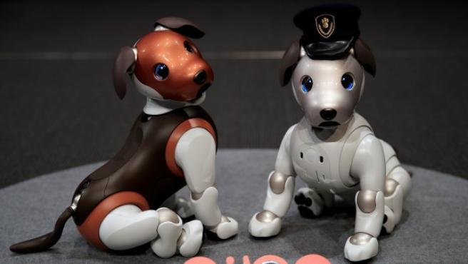 La versión 'policía' del perro robótico Aibo, de Sony.