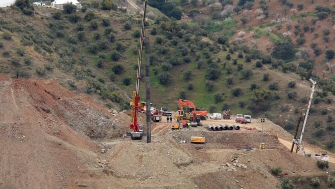 El equipo de rescate de Julen, el niño de dos años que cayó en un pozo en Totalán (Málaga), ha finalizado el ensanche del túnel vertical de 60 metros de profundidad paralelo al orificio.