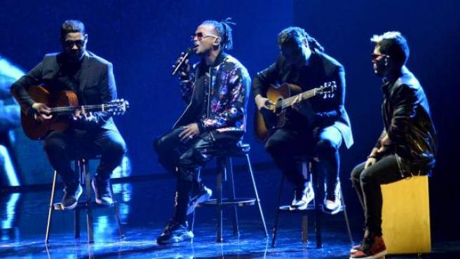 El cantante Ozuna actúa en los Grammy Latinos 2018.