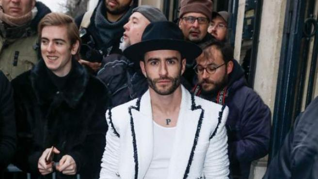 El modelo Pelayo Díaz acude al desfile de Jean Paul Gautier que se realizó en la Semana de la Moda de París (Francia).