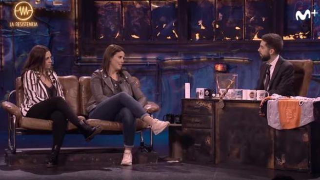 Las pilotos Laia Sanz y Cristina Gutiérrez, durante su entrevista en 'La Resistencia' junto a David Broncano.