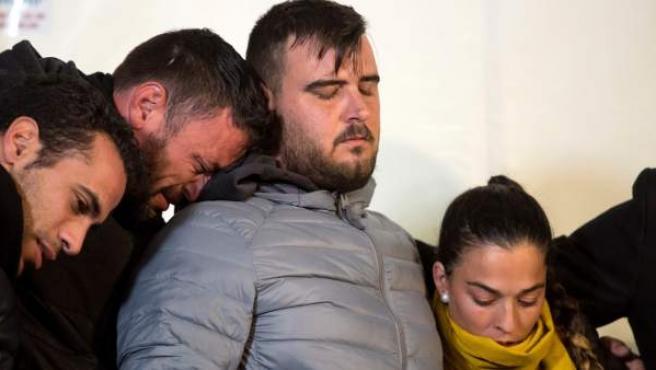 José Roselló y Vicky García, padres de Julen, durante la vigilia en Totalán.