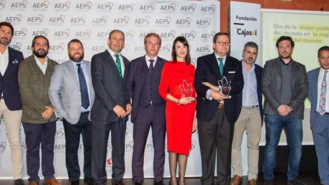 El equipo directivo de la AEPS posa con los premiados en la Gala del Día de la Publicidad.