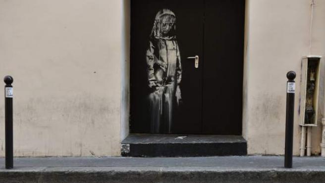 Obra atribuida a Banksy robada en la sala Bataclan de París.