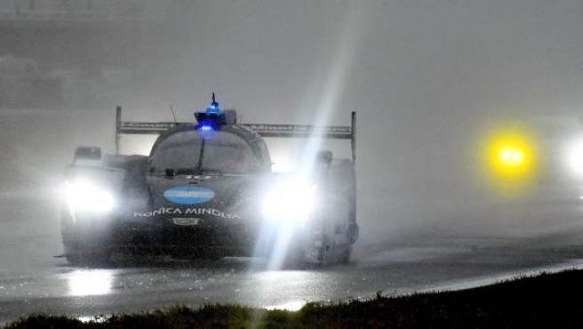 El Cadillac #10 de Fernando Alonso durante las 24 horas de Daytona.