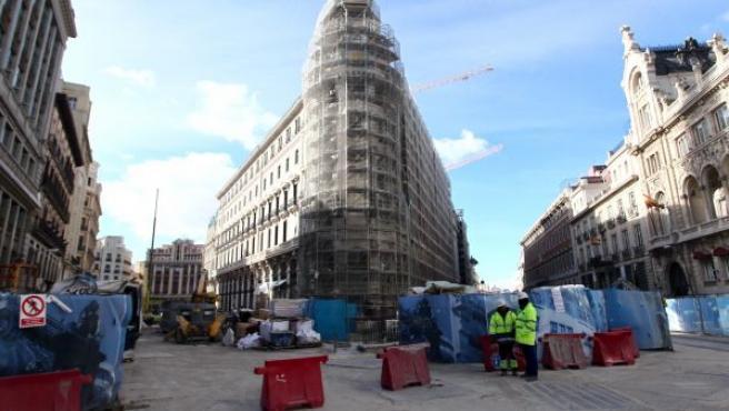 Vista de las obras que se están realizando en el complejo Canalejas, en la calle de Sevilla en Madrid, y que han afectado a la línea 2 de Metro.