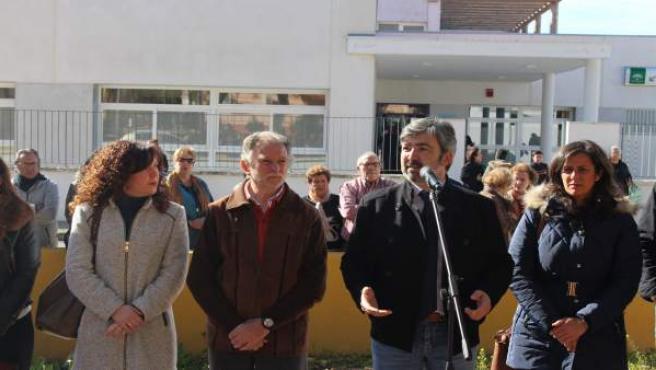 Alcalde de Coria del Río en la inauguración del centro de salud