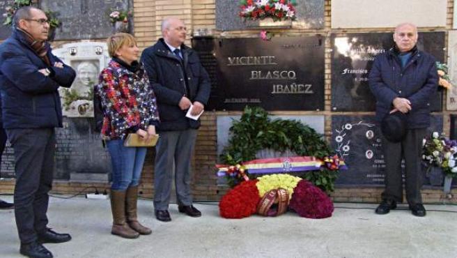 OLYMPUS DIGITAL CAMERA Ofrenda floral a Vicente Blasco Ibáñez
