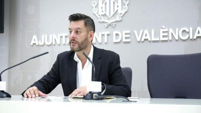 Comercio impulsa una moción para nombrar un alcalde de noche para reducir las molestias del ocio nocturno