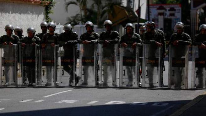 Militares resguardan una sede de la Guardia Nacional Bolivariana en Caracas.