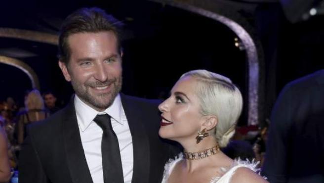 Lady Gaga y Bradley Cooper durante los 'Screen Actors Guild Awards' celebrados en Los Ángeles.