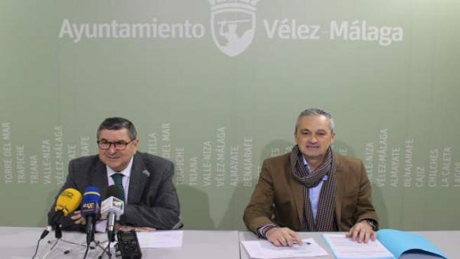 Antonio Moreno Ferrer en la firma del contrato para el suministro de gasóleo