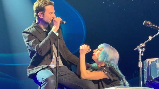 Vídeo del día: Lady Gaga y Bradley Cooper cantan 'Shallow' en Las Vegas