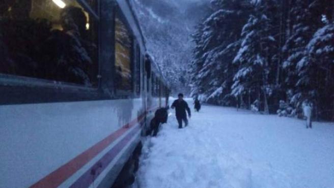 Tren atrapado en Canfranc.