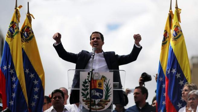 Juan Guaidó, en el momento de dirigirse a la multitud.