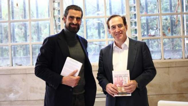 Iñaki Ortega (Director Deusto Business School) y Antonio Huertas (presidente de Mapfre)