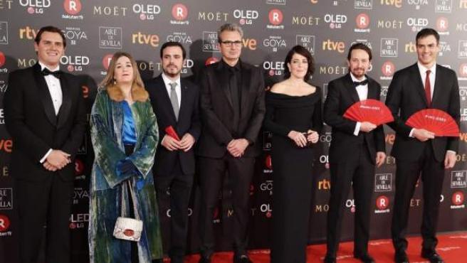 Albert Rivera , Alberto Garzón, Pedro Sánchez y Pablo Iglesias, a su llegada a la ceremonia de entrega de la 32 Edición de los Premios Goya en 2018.
