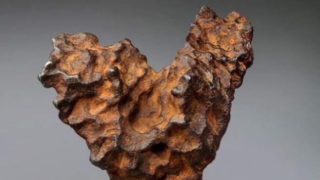 Meteorito en forma de corazón bautizado por Christie's como 'El corazón del espacio'.