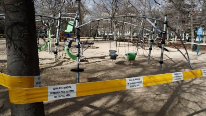 El madrileño parque del Retiro se cierra por las fuertes rachas de viento previstas en Madrid.