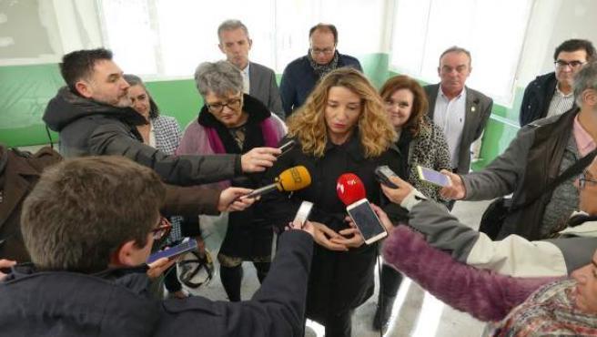 La consejera de Familia, Alicia García, en las obras del futuro centro de Aspace