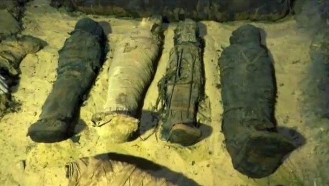 Momias halladas en El Cairo.