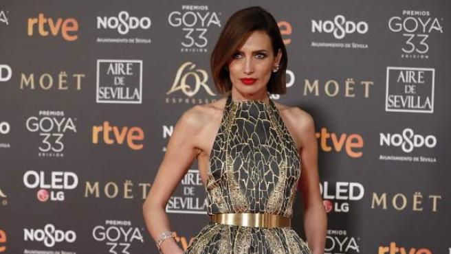 Nieves Álvarez luce un bonito diseño, a su llegada a la alfombra roja de los Goya 2019.