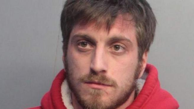 Adrián Mato, el turista español detenido por liarla en un partido de la NBA.