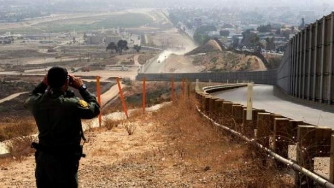 Frontera entre Estados Unidos y México en el Valle del río Tijuana, en California (EE UU).