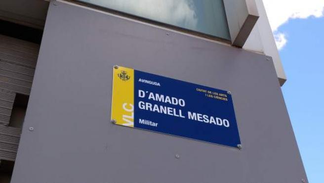 El rótulo de la avenida Amado Granell, ya sin la antigua denominación (General Urrutia) y con el nuevo diseño.