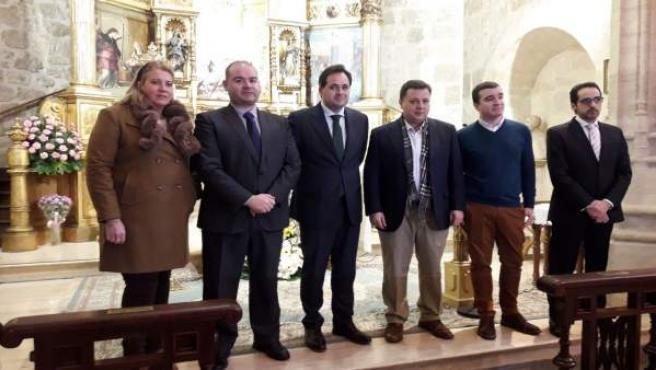 El presidente del PP de C-LM, Paco Núñez, y representantes de los colectivos de