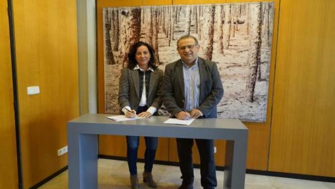 Pueyo Pons Esther (Amadip Esment Fundación) y Alfonso Rodríguez (alcalde Calvià)