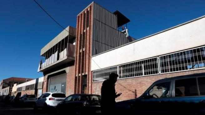 Nave industrial abandonada en Sabadell (Barcelona), donde supuestamente se produjo una violación múltiple a una joven de 18 años.