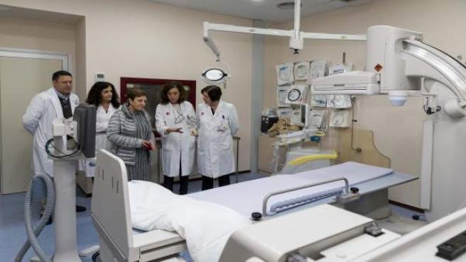 La consejera de Sanidad, María Luisa Real, visita el nuevo equipamiento de Radio
