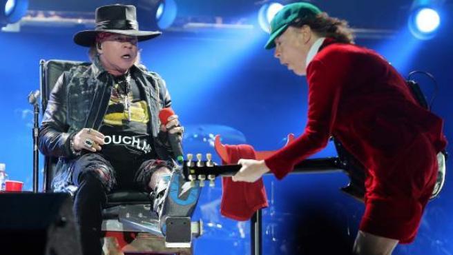 Axl Rose y Angus Young, en el concierto de AC/DC en Lisboa.