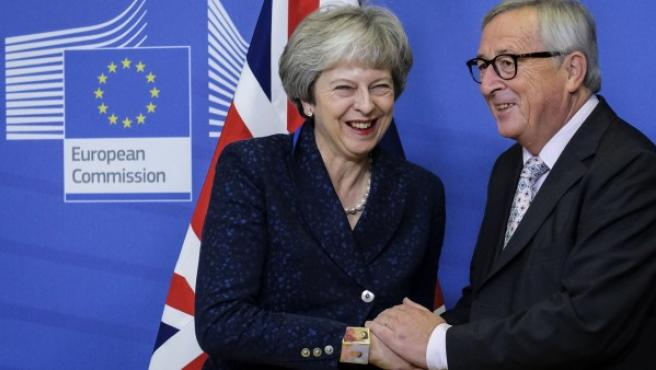 Theresa May y Jean Claude Juncker, en Bruselas.