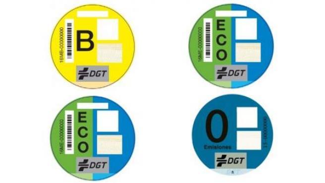 El color de los distintivos ambientales dependen de las características del vehículo.