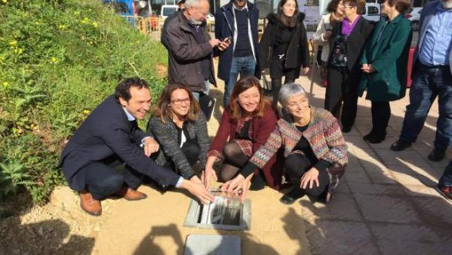 Armengol pone la primera piedra de promociones de vivienda en Mahón