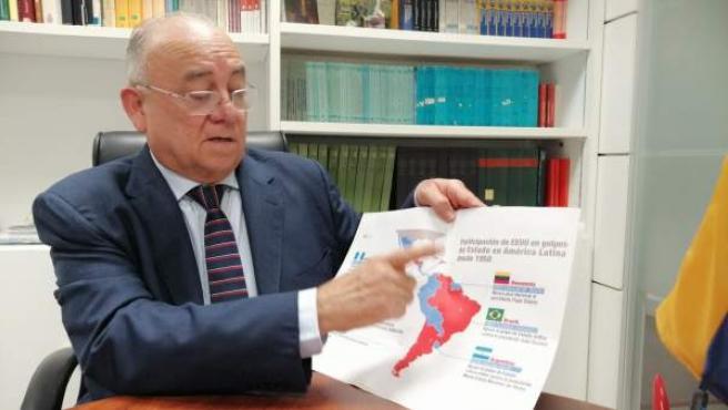 El embajador de Venezuela en España, Mario Isea, en un momento de la entrevista.