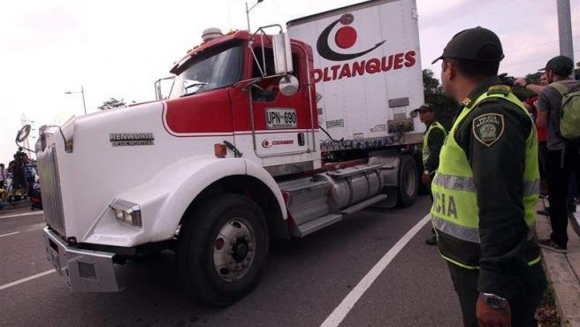 Camiones con el primer cargamento de ayuda humanitaria internacional para Venezuela, en las inmediaciones del puente fronterizo de Tienditas, en Cúcuta (Colombia).