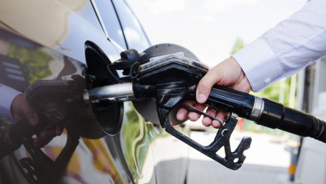 Aunque la gasolina sigue siendo la preferida, los coches diésel todavía mantienen su cuota de mercado.