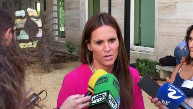 Beatriz Gascó atiende a los medios