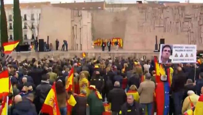 Concentración convocada por PP, Ciudadanos y Vox este domingo en la plaza de Colón de Madrid.